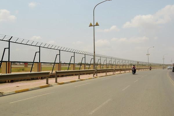 National Higway 4 около аэропорта Пномпеня.