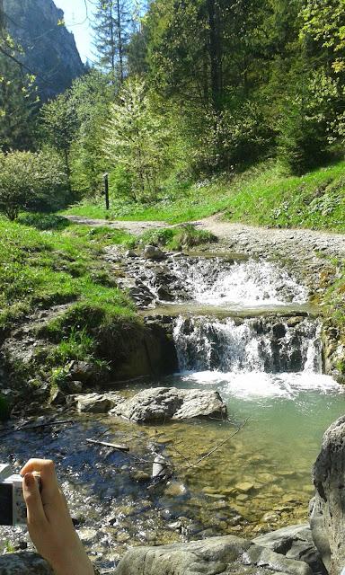 Wąwóz Homole, Biała Woda, jakiś wodospad i cerkiew ruskopodobna