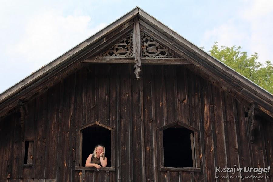 Nowa Kościelnica - relaks na podwórzu