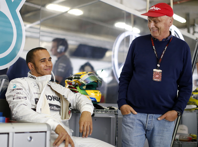 Льюис Хэмилтон и Ники Лауда в боксах Mercedes на Гран-при Китая 2013