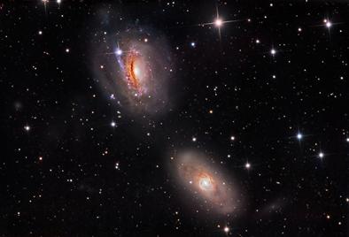 galáxia NGC 3169 e a vizinha NGC 3166