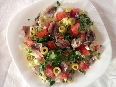 salade legere, recette salade legere, idee salade, salade aux anchois, anchois, que faire avec des anchois, recette avec anchois, tomate, salade, laitue, persil, vitamine c , ou trouver de la vitamines C, oignon, entree, cuisine, recette simple de salade, comment faire une salade, mesarticlesdujour, recette en image, huile d olive