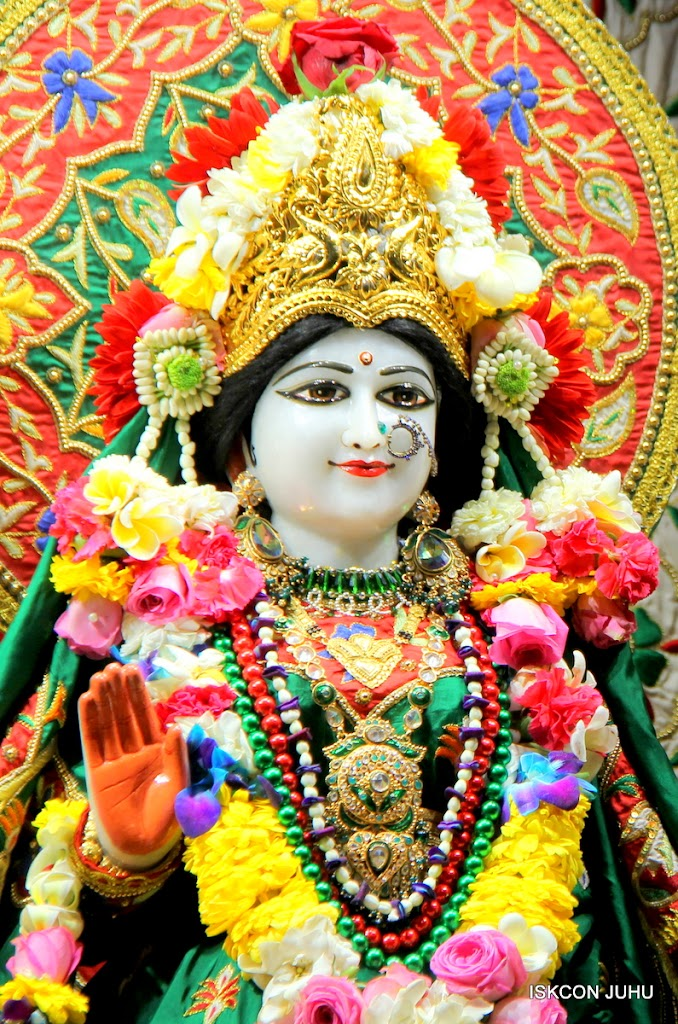 ISKCON Juhu Sringar Deity Darshan 09 Feb 16 (15)