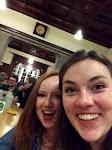 Erin und Mary sind im Augustinerbräu