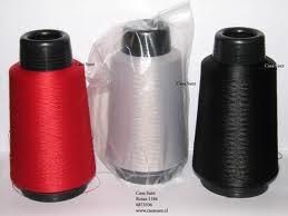 Hilos de coser en conos