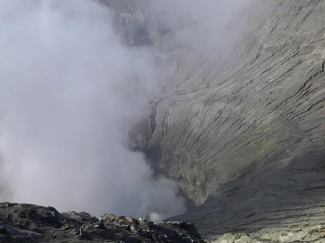 Kawah Gunung Bromo Surabaya. Percutian ke Surabaya. Tempat menarik untuk di lawati di Surabaya