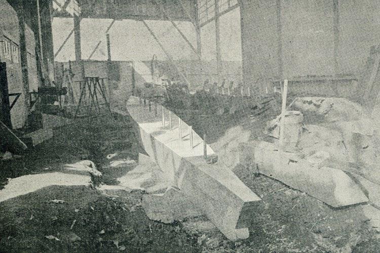 La quilla en si, refrigerándose. De la revista Le Yacht. Año 1909.jpg