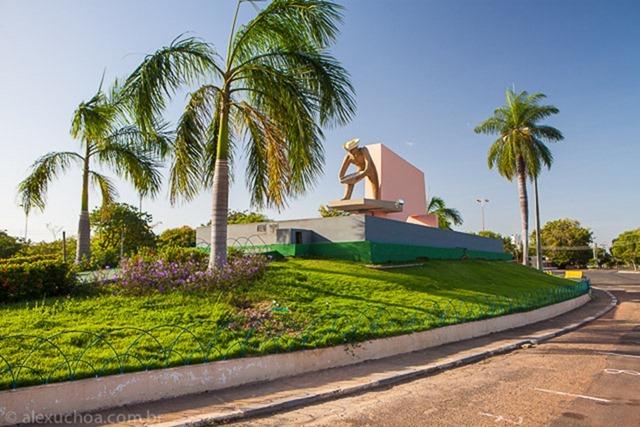 Monumento ao Garimpeiro - Boa Vista, Roraima, fonte: Alez Uchoa