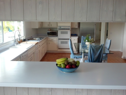 Kitchen w/pass thru windows to outdoor kitchen
