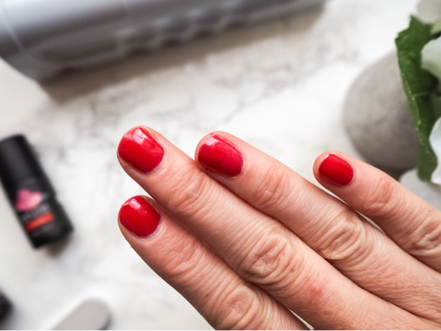 gelled-led-nail-kit-high-street-tv-at-home-diy-gel-nails-beauty-manicure-red-nails-nude-nails