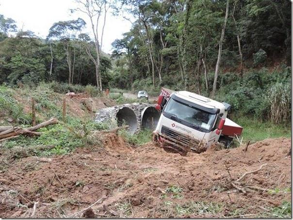 acidente desvio na mgc 381  (5)