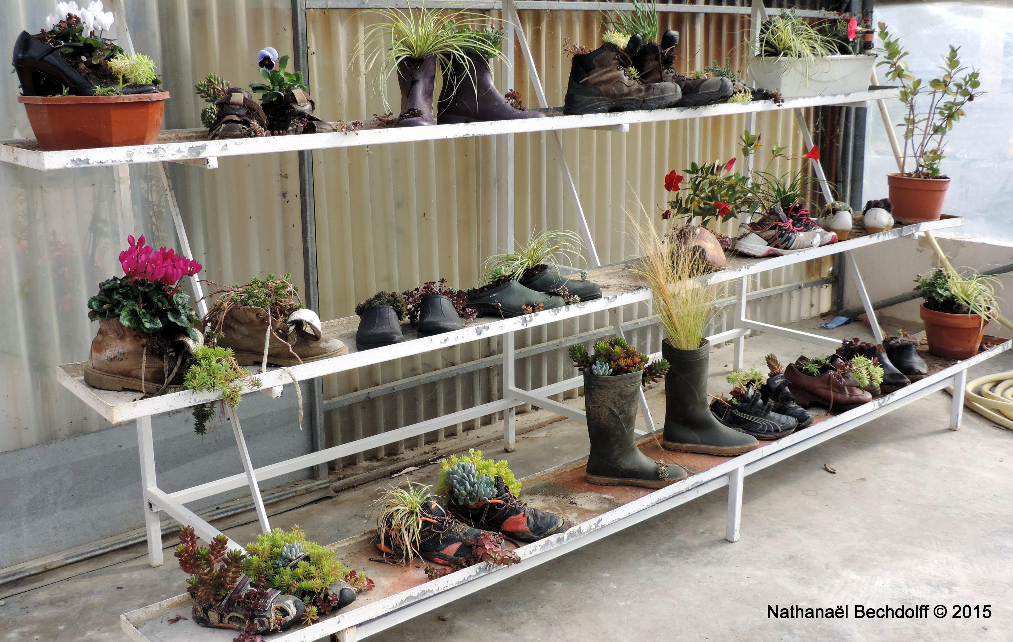 Exposition permanente aux Jardins de Chanabier de chaussures fleuries
