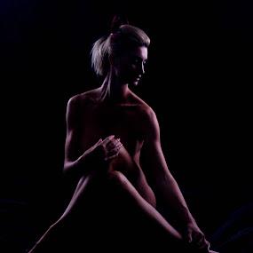 cross leg by Ehrwynth Mhartin - Nudes & Boudoir Boudoir