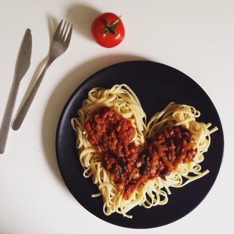 recette vegetariennes, sauce tomate aubergine, aubergine grillees, rectte plat equilibres, recette light, vegan, oignon, gingembre, pates, sauce tomate, tomates, mesarticlesdujour, blog cuisine, blog beaute, recette veganne, recette en image, aprendre a cuisiner