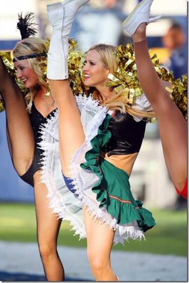 nfl-cheerleaders-work-015