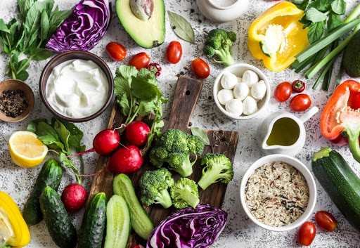 How do vegetarian and Mediterranean diets benefit heart health?
