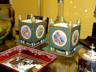 Две антикварные вазочки. Севрский фарфор. 19-й век.