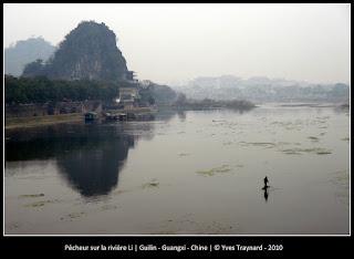 Pêcheur sur la rivière Li | Guilin - Guangxi - Chine | © Yves Traynard - 2010