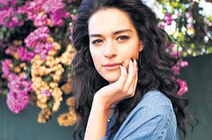 Biodata Lengkap Safak Pekdemir Pemeran Film Antara Nur dan Dia