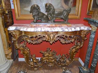 Красивая антикварная консоль. ок.1850 г. Мраморная столешница, резьба, позолота. 145/50/93 см. 6900 евро.