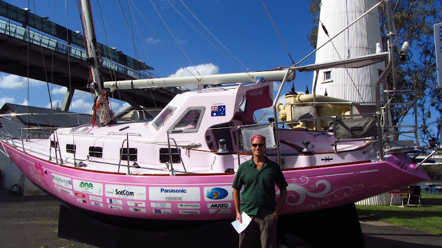 Erik next to Jessica Watson's sailboat, Ella's Pink Lady, which she used to sail round-the-world non-stop and unaided.