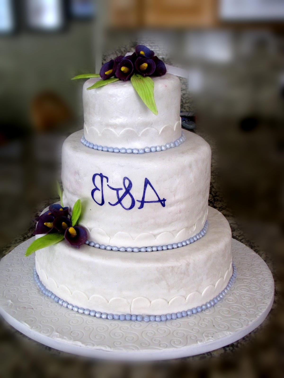 This mini wedding cake is