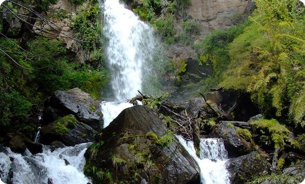 Parque-Nacional-Los-Alerces-Cascada-Irigoyen_thumb[2]