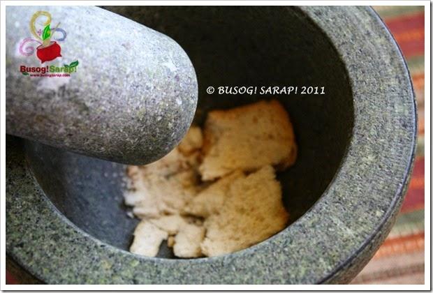 MAKING BREAD CRUMBS STEP4© BUSOG! SARAP! 2011