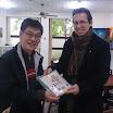 傅神父贈送禮品給台北祈禱福傳會辦公室.JPG
