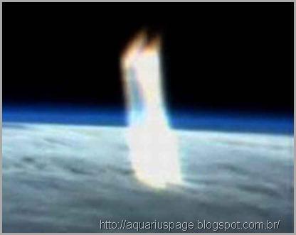 feixe-de-luz-vindo-espaço