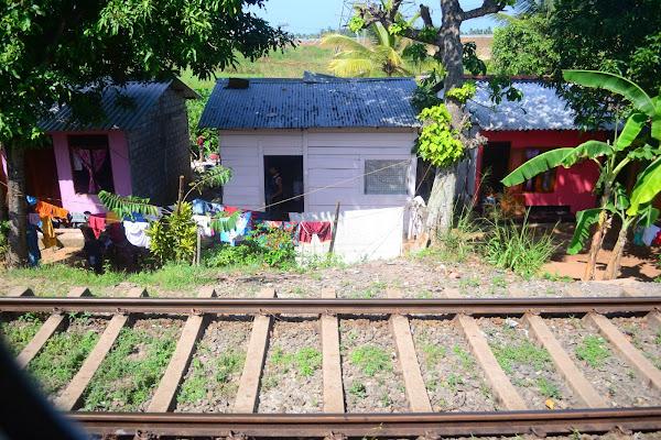 Дома у железной дороги, Шри Ланка