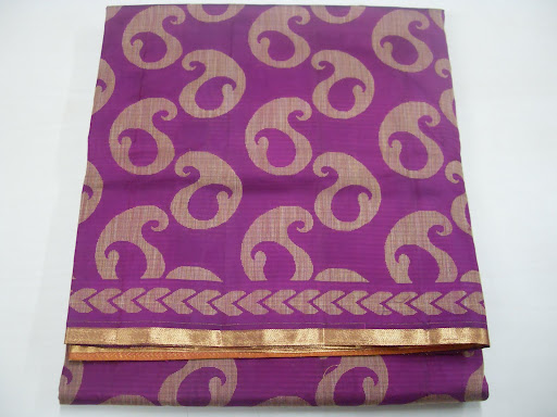 4. This is pure kanchipuram silk saree on jute model mango on left and right double side small jari boder and pallu grand with blowse. Rs 4,950/-