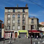 Place Jean Grandel : immeuble briques