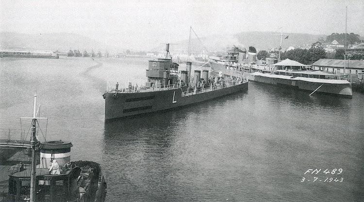 3 de julio de 1943. El LAZAGA, ya reconstruido, en el Arsenal de Ferrol. Detras el ALMIRANTE CERVERA. Foto AGA. Del libro BUQUES DE LA ARMADA ESPAÑOLA. LOS AÑOS DE LA POSTGUERRA.jpg