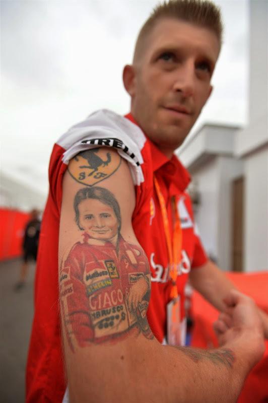 татуировка в честь Жиля Вильнева на руке болельщика на Гран-при Канады 2014