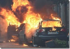 Auto in fiamme a Milano