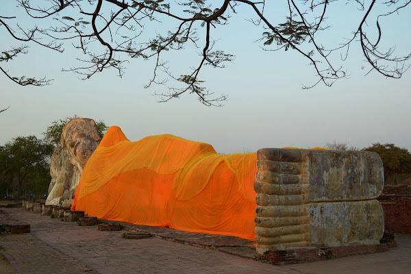 айюттайя руины развалины статуя лежачего будды