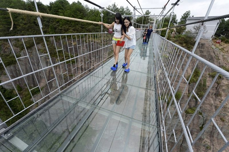 glass-suspension-bridge-china-8