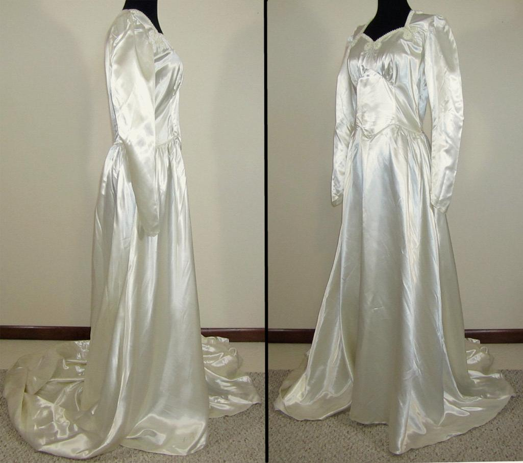1940s Wedding Dress - Ivory satin, neckline trim - pinwheel trim - S-M -