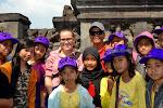 jedna z wielu indonezyjskich wycieczek szkolnych, która marzyła o zdjęciu z Adą
