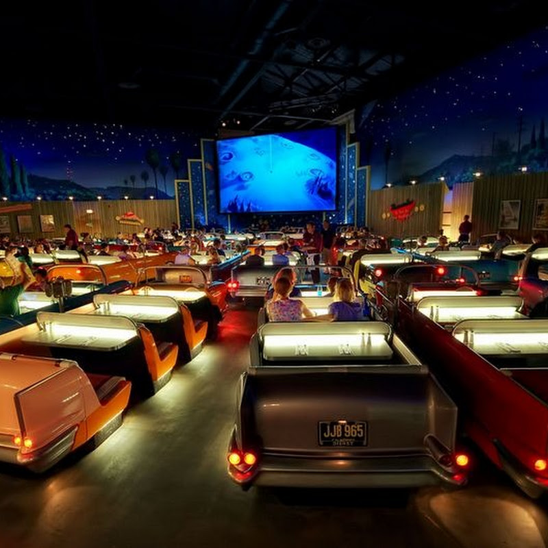 Sci-Fi Dine-In Theater Restaurant