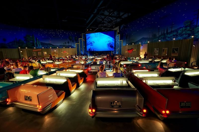 sci-fi-dine-in-theater-6