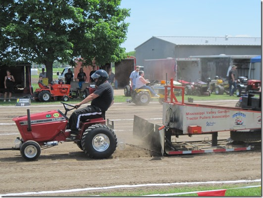Garden Tractor Pullers : Travelling with the strongs garden tractor pull