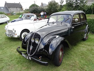 2015.08.15-028 Peugeot 202 et Peugeot 203 cabriolet 1954