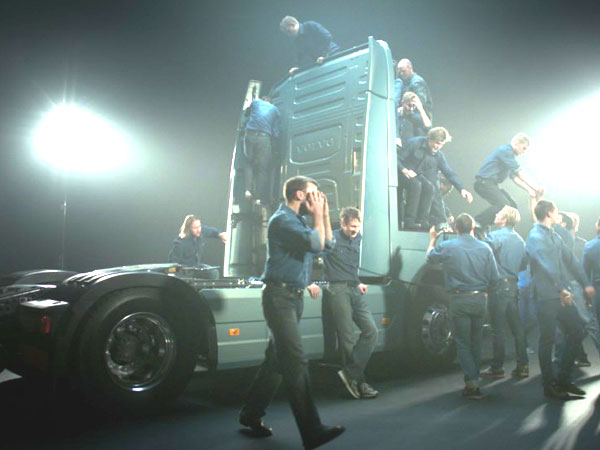 How Many Truckers Fit In The New Volvo FH