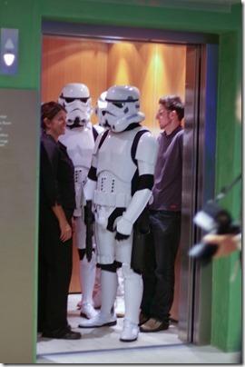 アメリカ エレベーターの中であいさつすること 英語できなくてもビジネスでなくても