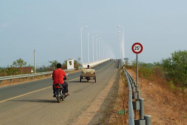 Мост Tonle Sekong River Stung Treng