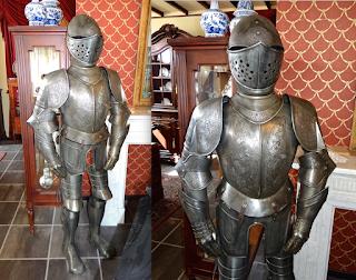 Рыцарские доспехи. Реплика. 20-й век. Высота 180 см. 2500 евро.