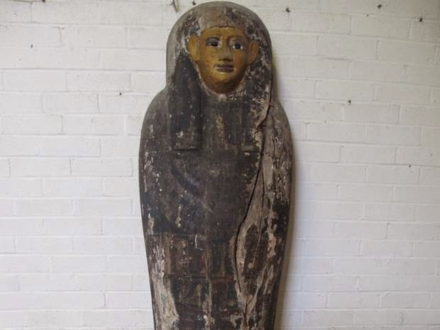 Egypt tries to prevent UK auction of coffin lid
