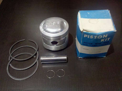 0.25 New old stock pistons, pins and rings